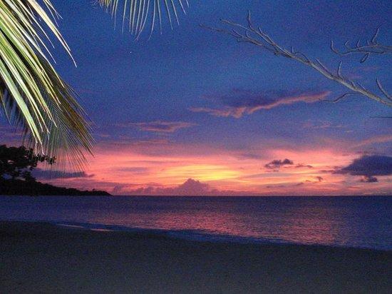 Coyaba Beach Resort: Hotel sunset