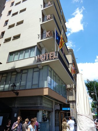 Park Hotel Barcelona: The outside, dDuring the day