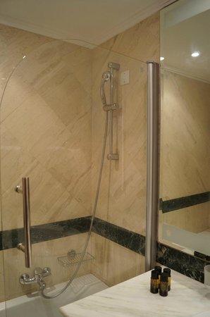 Mitsis Rinela Beach Resort & Spa: Bathroom
