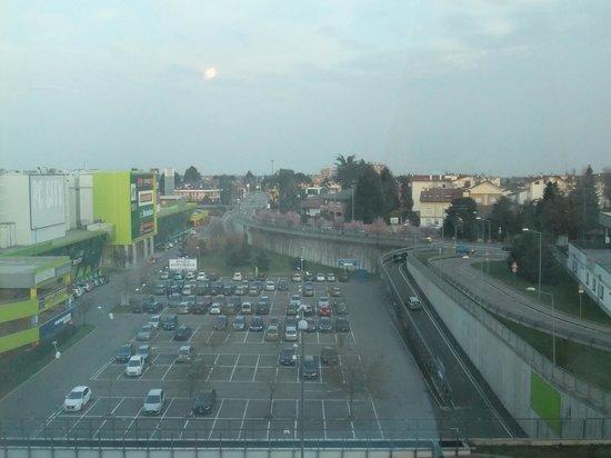 UNA Hotel Malpensa: 隣に映画館がありました