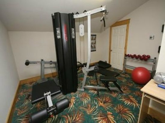 Cambridge Cove At Bermuda Bay : weight room and exercise room