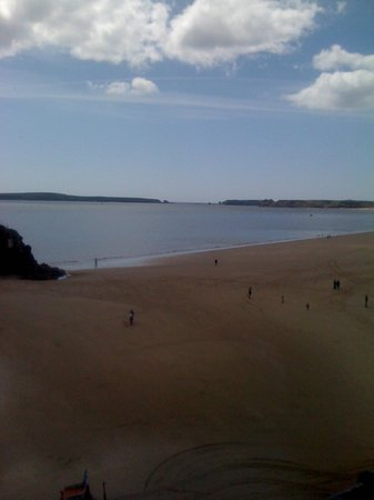 Sunnyvale Holiday Park : View of beach at Tenby.