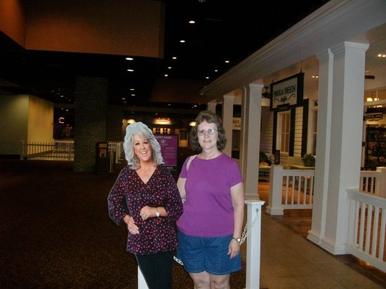 Paula Deen Buffet : Front entrance of restaurant/gift shop