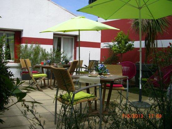 Patio Exterieur Picture Of Cote Patio Hotel Nimes Nimes Tripadvisor