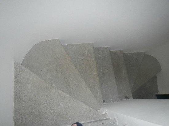 Stresa Residence : Stairs down