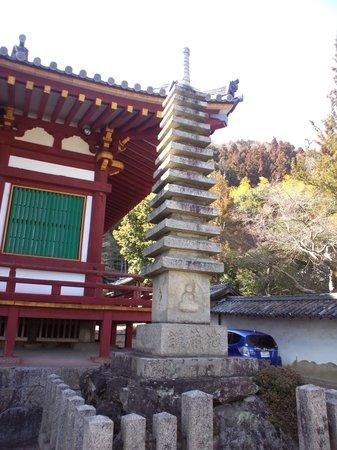 Yatadera Temple: 石塔