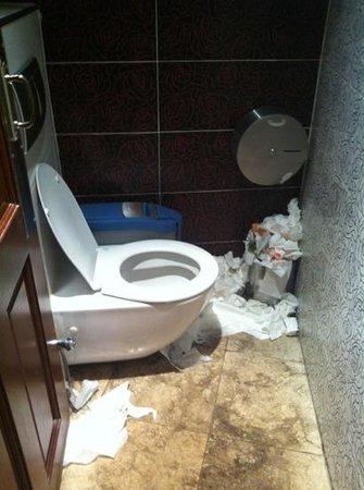 Sutis Taksim: dirty toilets