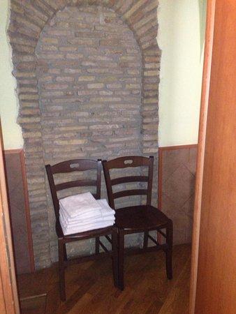 Domus Ester : ingresso stanza
