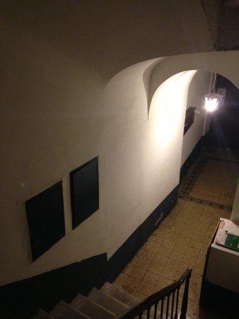 Domus Ester: scale per giungere al piano dell'hotel