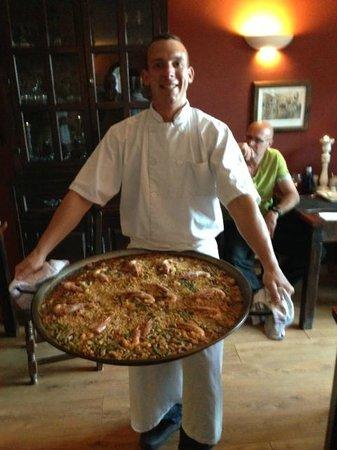 Finca el Tossal: Chef Lucio met zijn Paella...