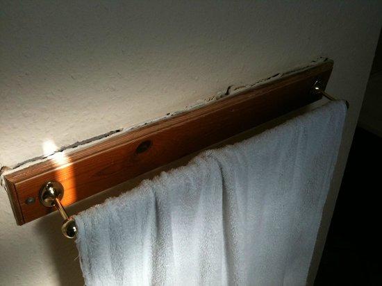 The Spyglass Inn: towel rack