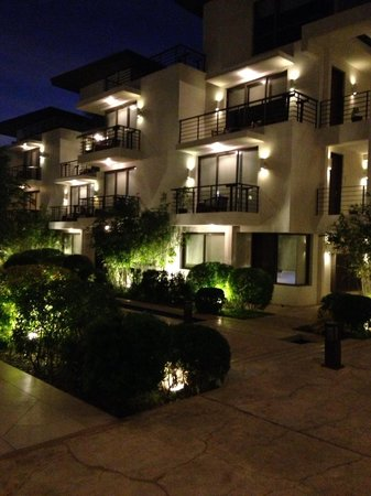 Discovery Shores Boracay: Discovery Shores by night