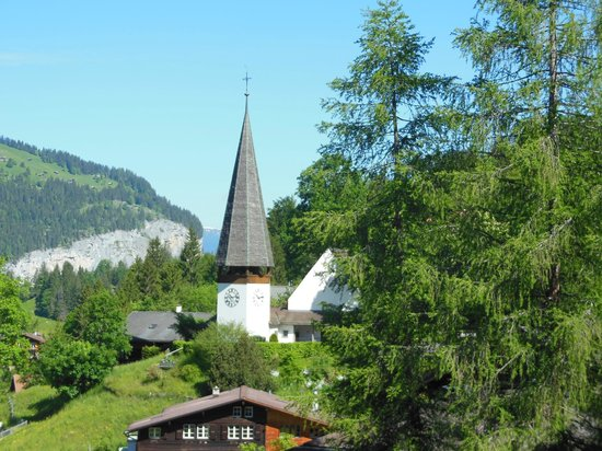 Sunstar Alpine Hotel Wengen: View of the little church from our balcony, Sunstar Wengen