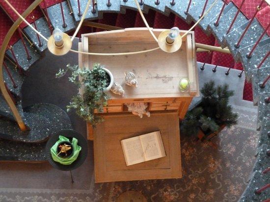 Hotel Filser: Blick durch das Treppenhaus nach unten