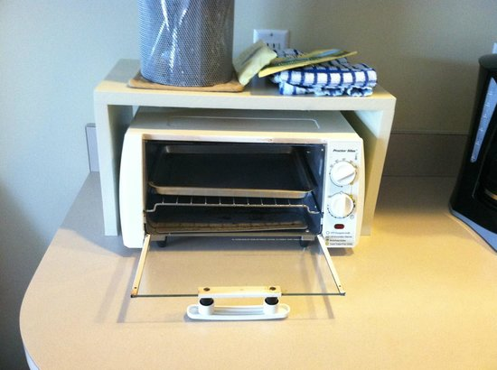 InnSeason Resorts Surfside : Totaster Oven- Again, part of the kitchenette