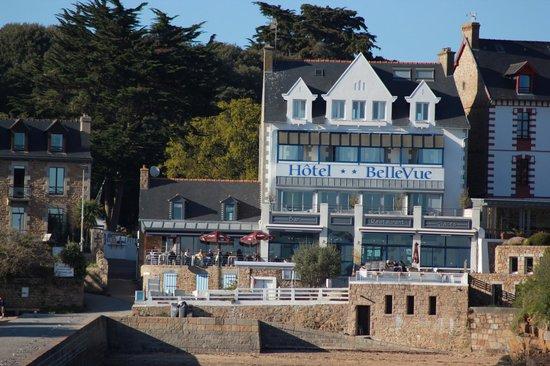 Chambre terrasse jardin picture of hotel bellevue ile for Chambre d hote ile brehat