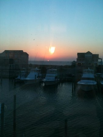 Dinky's Restaurant: Sunset view from Dinky's