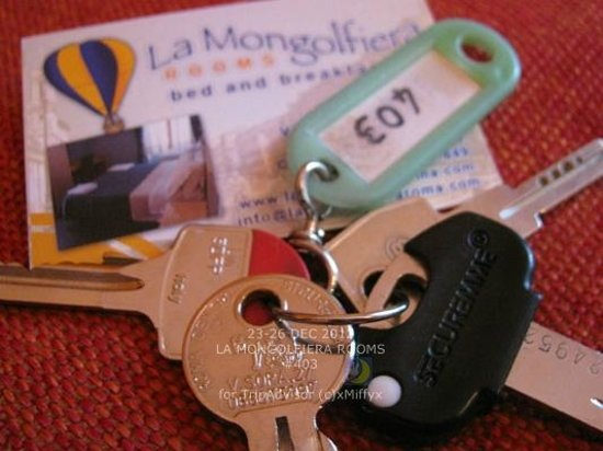 La Mongolfiera Rooms: The keys to our room