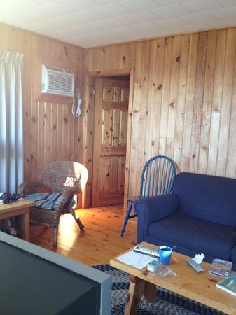 Cavendish Beach Cottages: living room