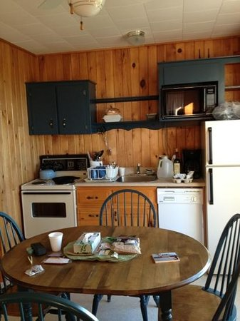 Cavendish Beach Cottages : kitchen