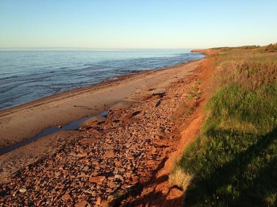 Cavendish Beach Cottages: red beach