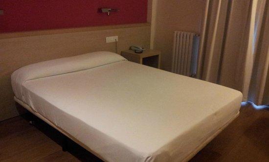 280 Hotel: Room.