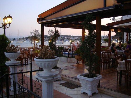 Rozos Restaurant: porto heli