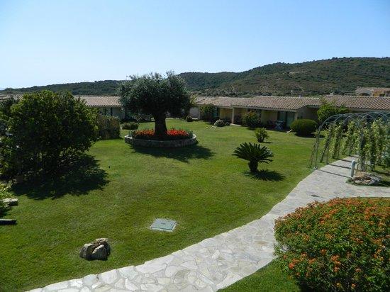 Hotel Costa Caddu: Giardino dell'hotel