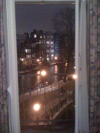 Amsterdam Wiechmann Hotel: Room with canal view