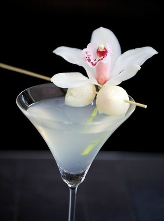 Lychee martini picture of chaud cafe wine bar port of for Cocktail litchi