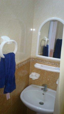 As-El Hotel: Bathroom
