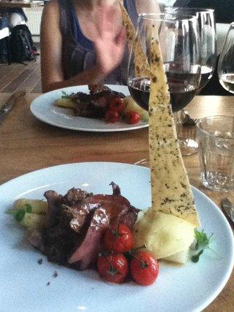 Voila: Plat principal : agneau, asperges, purée maison, sauce à la truffe