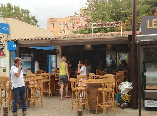 A Casa Corsa : Outside view of the restaurant / shop