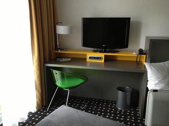 Ibis Styles Stuttgart : Work desk
