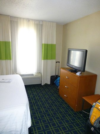 Fairfield Inn & Suites Roswell: Bedroom TV