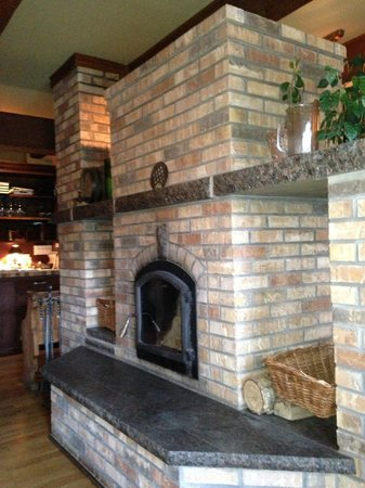 Restaurant La Petite Cachee : Fireplace in Center of Dining Room