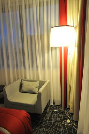 Park Inn by Radisson Amsterdam Airport Schiphol: in-room couch