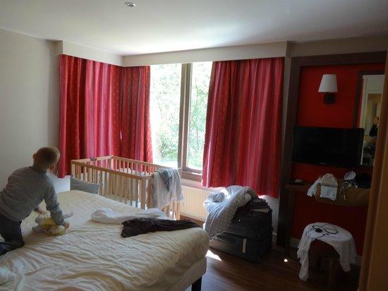 Salle de bain baignoir a remoue photo de center parcs - Hotel seine et marne avec jacuzzi dans la chambre ...