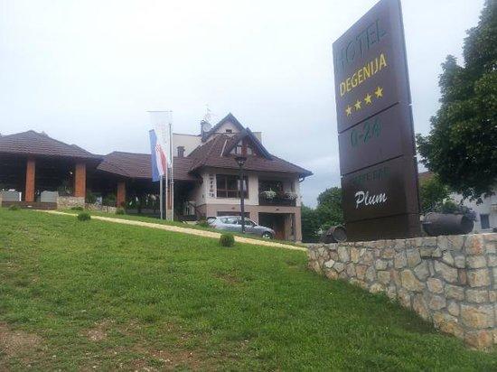 Hotel Degenija: View from outside