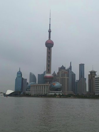 Hotel Indigo Shanghai on the Bund: A cidade moderna