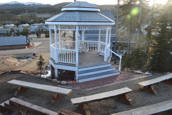 Winter Park Chateau: relaxing gazebo area