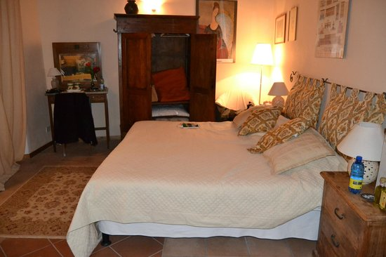 La Torretta Historical Home: our cozy room