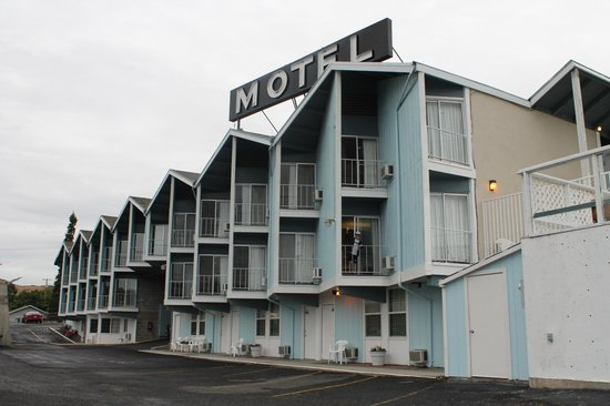 Coulee House Motel: Facing hotel