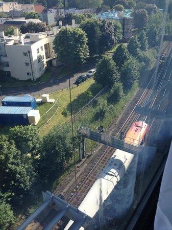 Premier Inn Southampton City Centre Hotel: train line at rear
