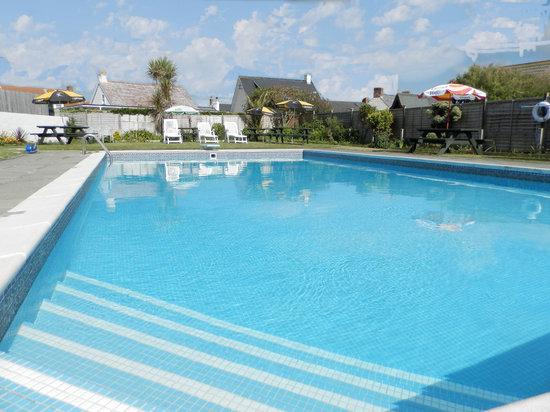 Wayside cheer hotel bewertungen fotos preisvergleich for Swimming pool preisvergleich