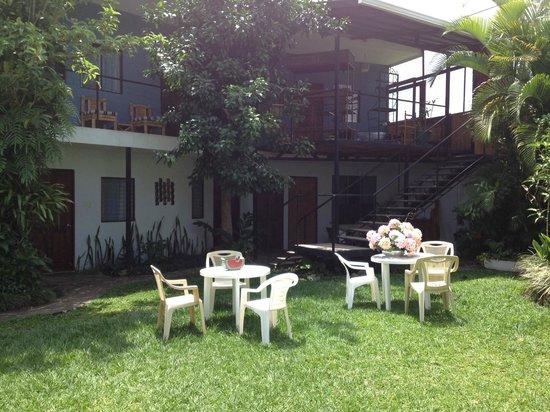 Mi Casa Hostel: Gardens