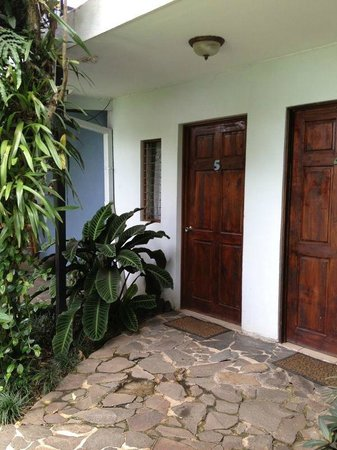 Mi Casa Hostel: Private rooms with gardens view!