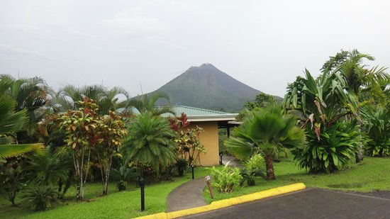 Arenal Manoa Hotel : Outside our room