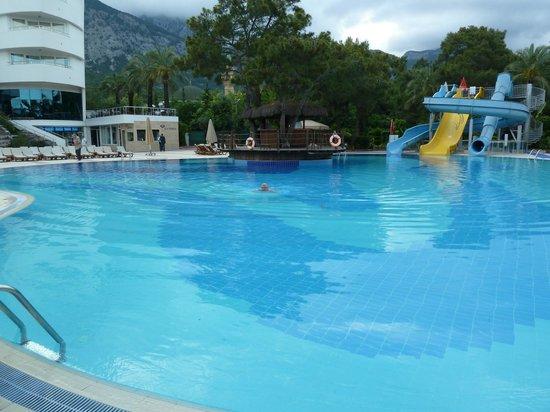 Catamaran Resort Hotel: бассейн