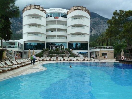 Catamaran Resort Hotel: вид на отель